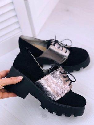 черные замшевые туфли на тракторной подошве