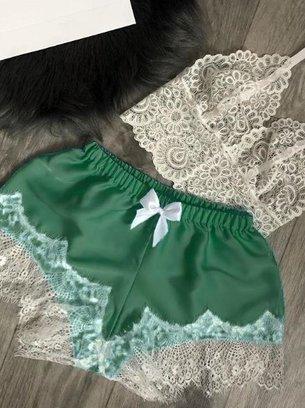 атласная пижама бело-зеленая