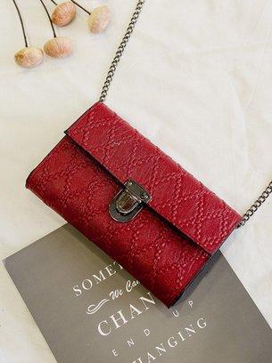маленькая сумка чёрного цвета, красная сумочка на цепочке, серая маленькая сумка
