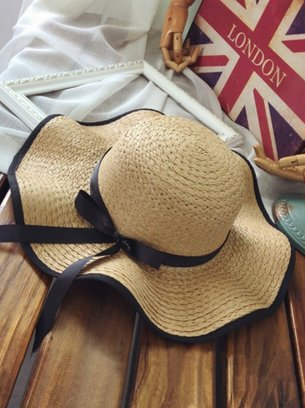 коричневая шляпа с широкими полями