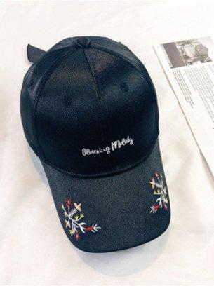 черная кепка, розовая кепка