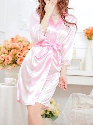 атласный розовый халат