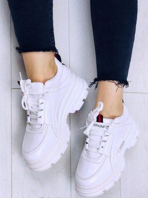 белые кроссовки на массивной подошве