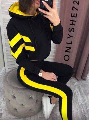 стильный спортивный костюм, яркий спортивный костюм, черный спортивный костюм с желтыми лампасами