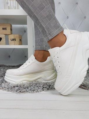белые кроссовки на массивной подошве, белые кроссовки