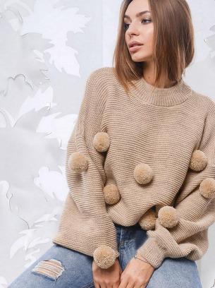 модный свитер с бубонами
