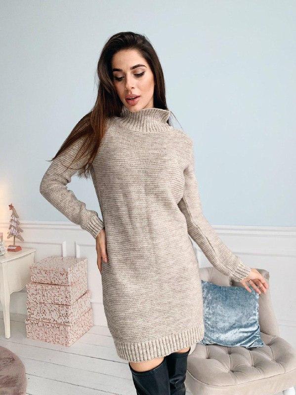 Теплое вязаное женское платье под горло