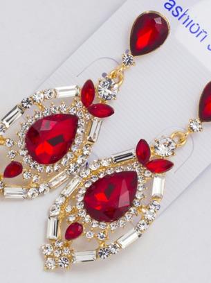 Серьги с красными кристаллами и белыми стразами оригинальной формы