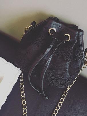 Стильная сумочка на плечо