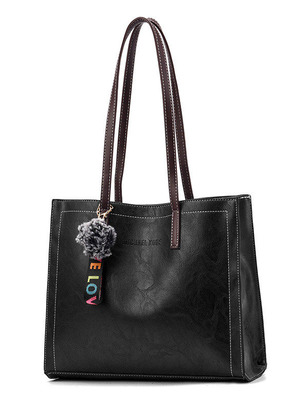 Стильная большая женская сумка с пушистым брелком