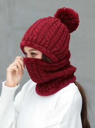 Женский комплект шапка +хомут с искусственным помпоном (енот)