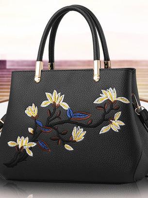 Женская сумка с вышитым рисунком