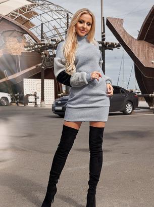 стильное платье мини с меховыми рукавами