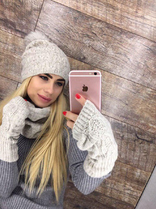 Зимний женский комплект перчатки, хомут и шапка с натуральным бубоном