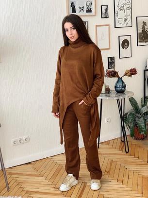 Ассиметричный теплый женский костюм
