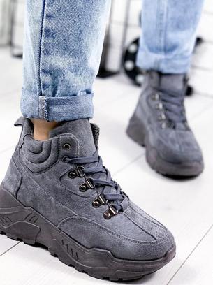 Женские демисезонные замшевые кроссовки на массивной фигурной подошве