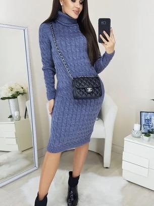 Красивое женское теплое вязаное платье
