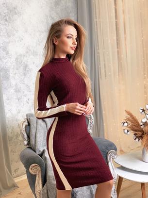 Красивое женское повседневное платье с полоской сбоку
