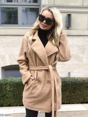 Стильное тепленькое пальто с заниженным плечом