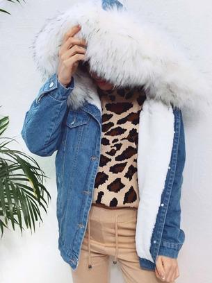 Крутая женская джинсовая куртка с мехом
