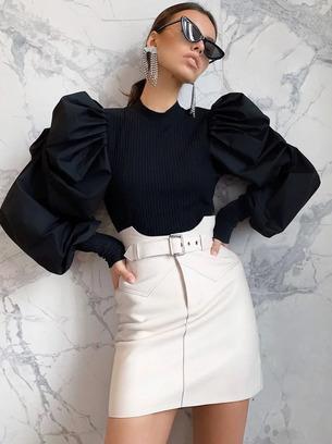 Красивая женская кофта с объемными рукавами