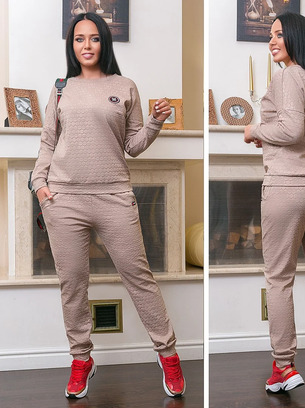 Модный женский спортивный костюм больших размеров