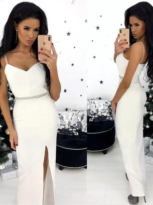 Красивое длинное женское платье на тонких бретелях