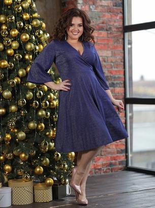Красивое женское люрексовое платье больших размеров