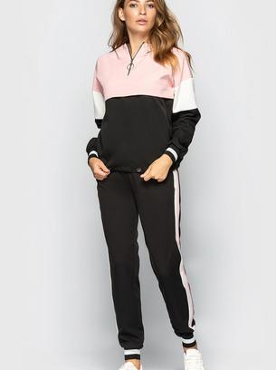 Стильный женский спортивный костюм с капюшоном