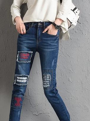 Стильные женские стрейчевые джинсы с нашивками