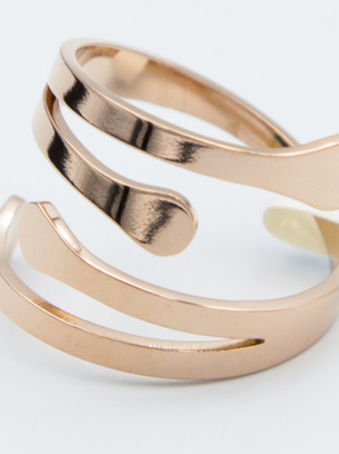 Оригинальное стальное кольцо под золото