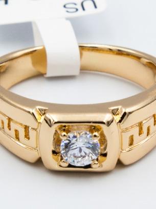 Шикарное кольцо с белым цирконом