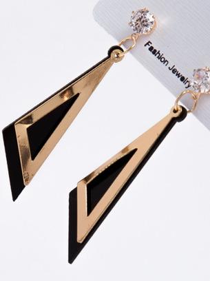 Оригинальные женские серьги с треугольными висюльками
