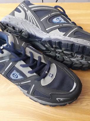 Удобные повседневные мужские кроссовки
