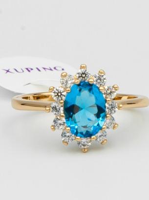 Шикарное кольцо с голубым овальным цирконом