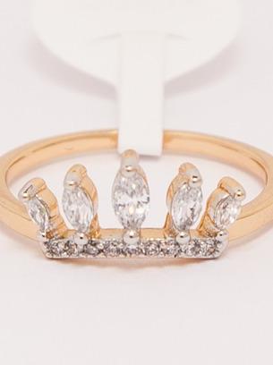 Нежное женское кольцо с камнями