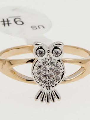 Стильное женское кольцо с белыми камнями