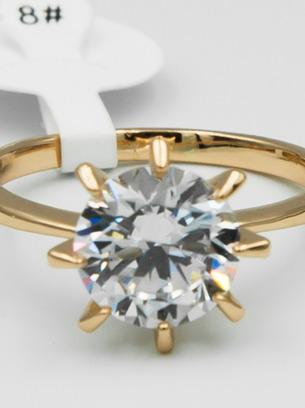 Нереально красивое кольцо с белым камнем