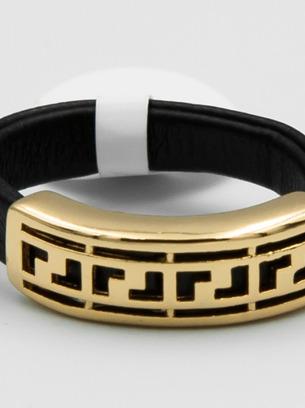 Оригинальное черное кольцо с золотым орнаментом