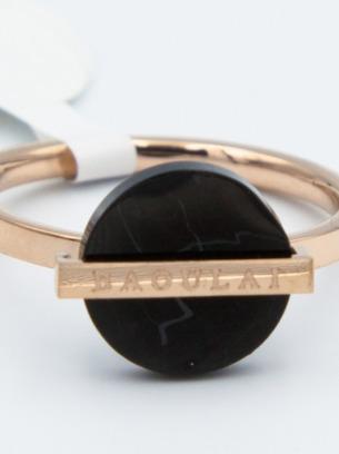 Шикарное стальное кольцо с черной вставкой