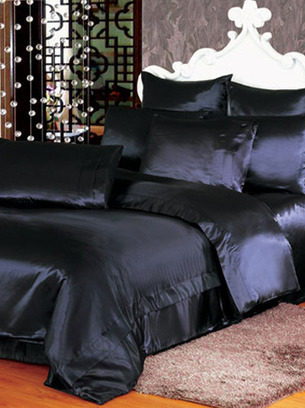 атласное постельное черное