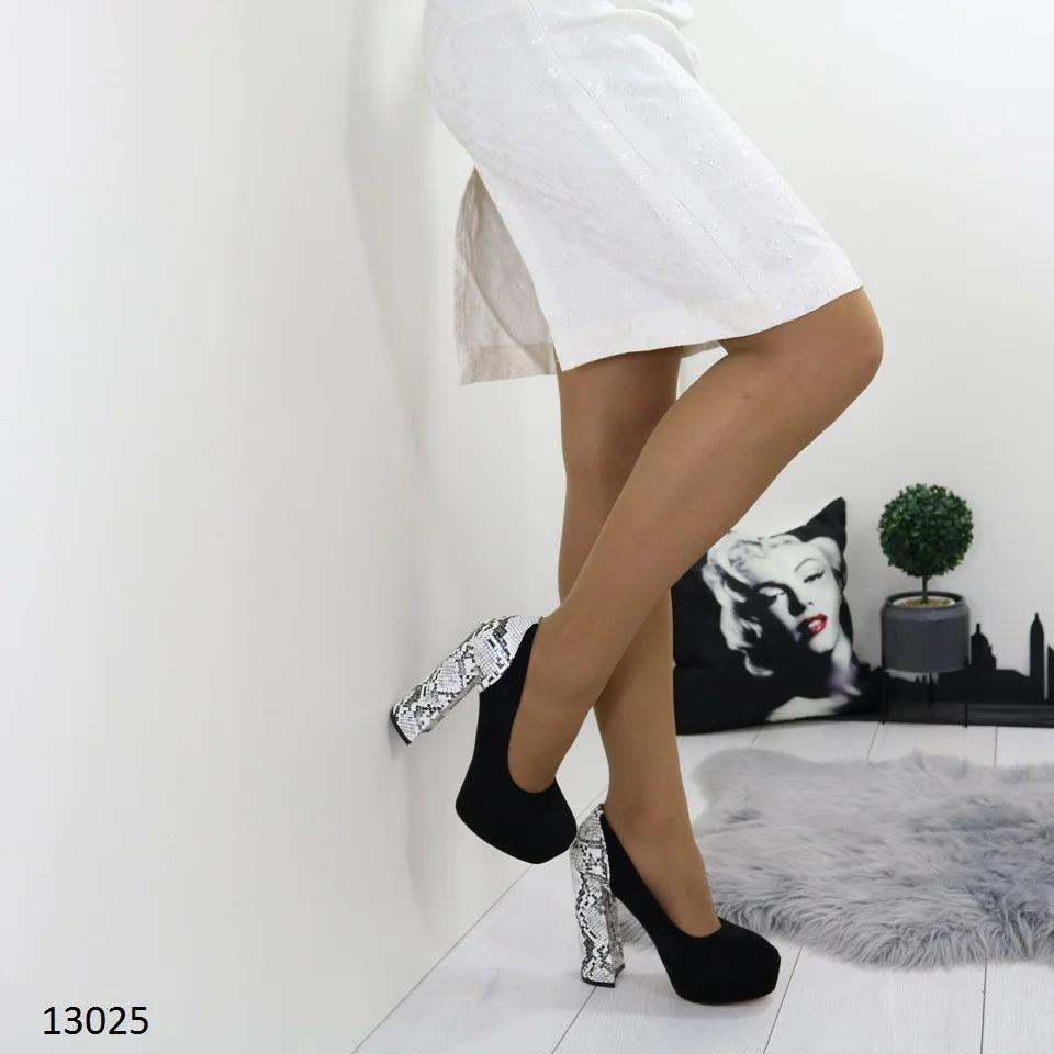 Женские туфли на платформе и устойчивом высоком каблуке с принтом под питона