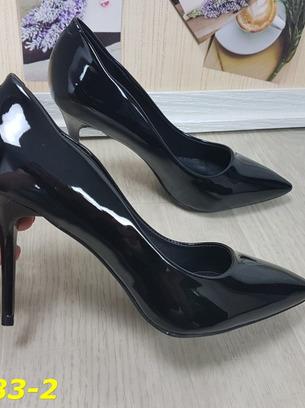Красивые женские туфли лодочки на невысоком каблуке
