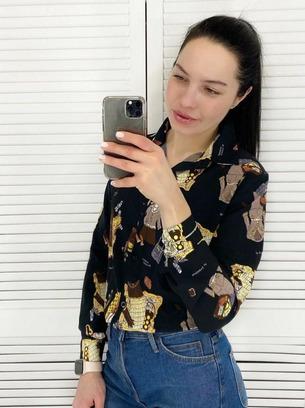 Классная женская рубашка с ярким принтом