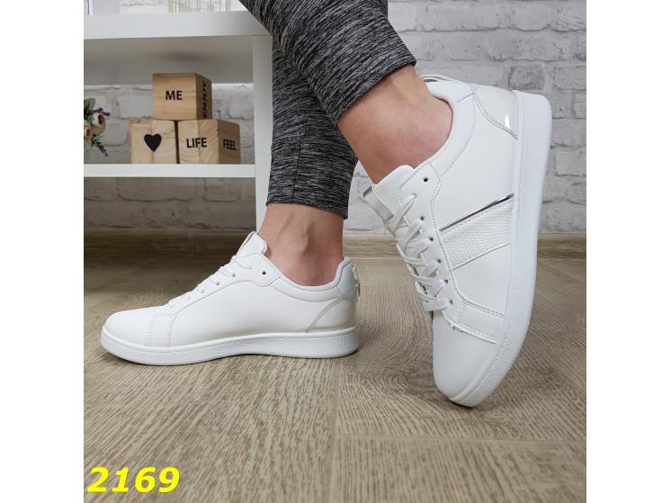 Практичные женские легкие кроссовки