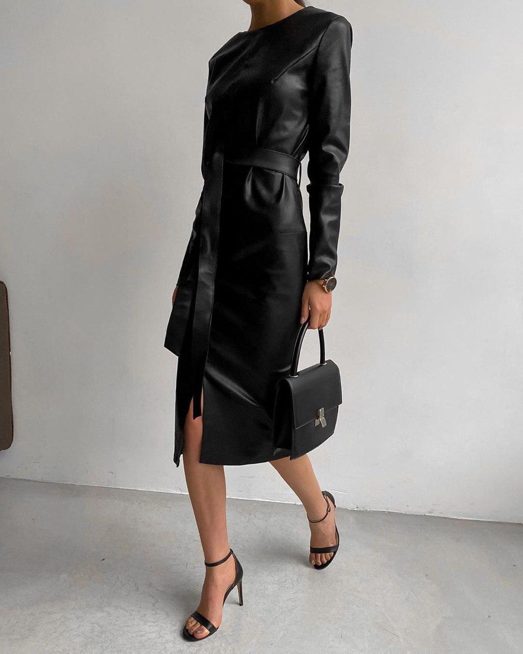 Нереальное женское кожаное платье с пояском