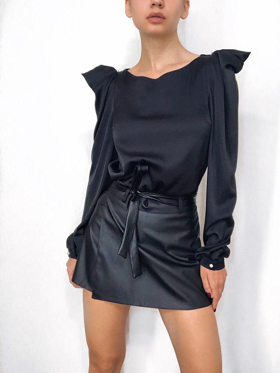 Симпатичная женская блузка с рукавами-фонариками