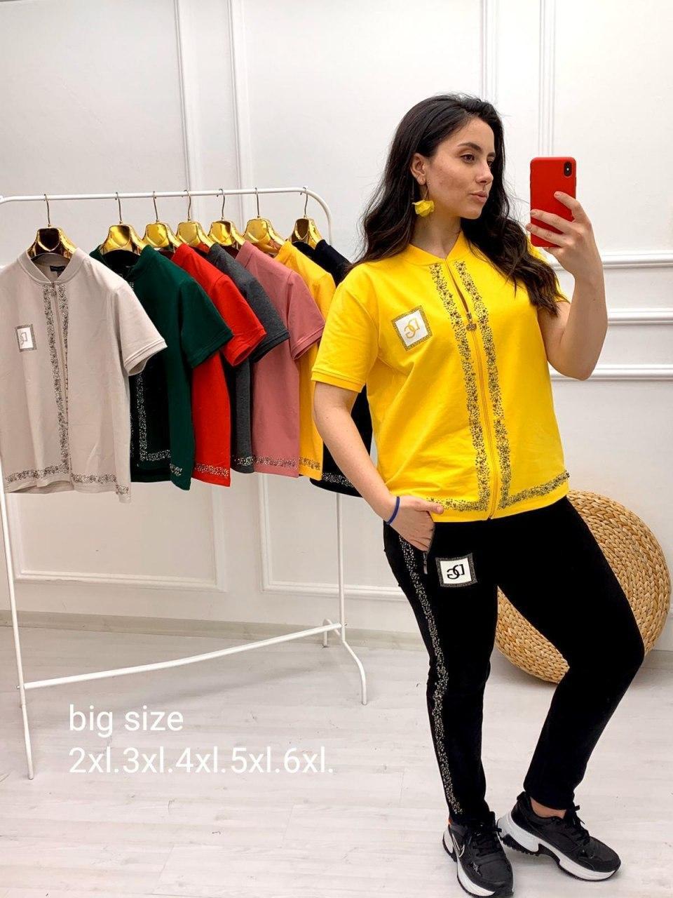 Стильный женский спортивный костюм больших размеров