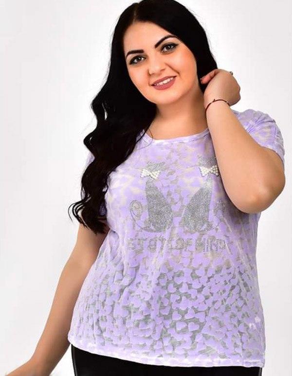 Тоненькая женская футболка со стразами больших размеров