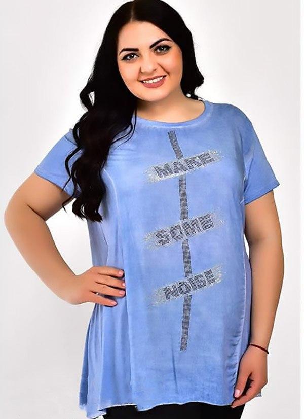 Интересная женская футболка больших размеров со стразами